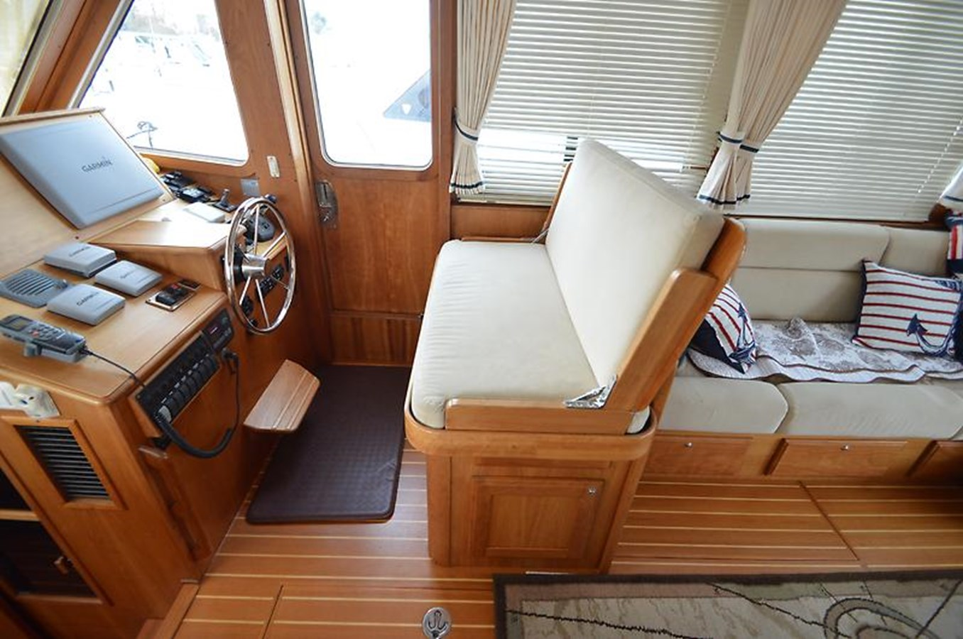 Helm Seat - 42 SABRE YACHTS For Sale