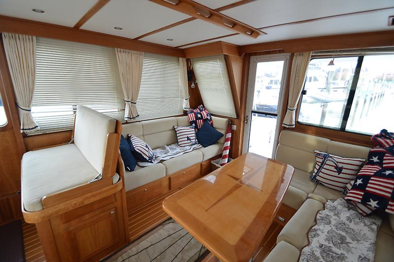 Salon Looking Aft - 42 SABRE YACHTS For Sale