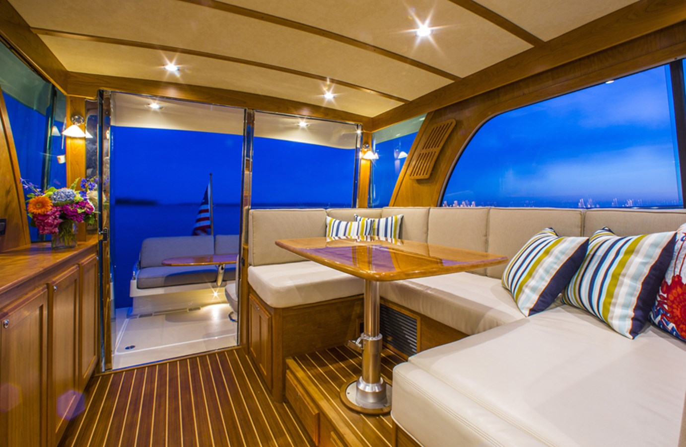 Salon Looking Aft - 38 SABRE YACHTS For Sale