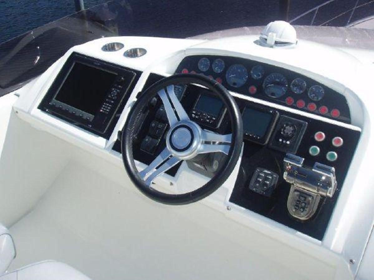 60 Princess Flybridge Helm - 60 PRINCESS YACHTS For Sale