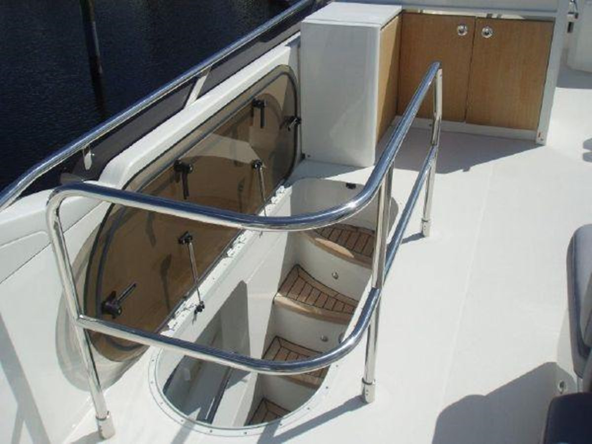 60 Princess Stairwell - 60 PRINCESS YACHTS For Sale