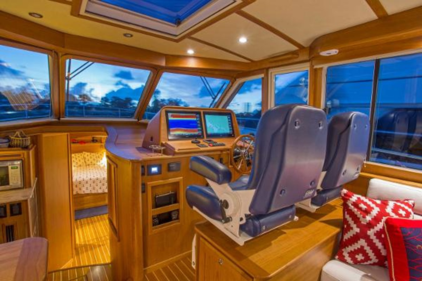 45 Sabre Helm - 45 SABRE YACHTS For Sale