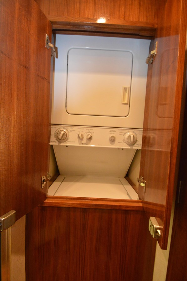 53 Capps Washer/Dryer - 53 CAPPS BOATWORKS, INC. For Sale