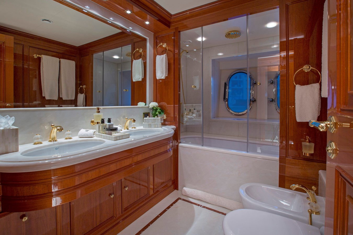 Lower Deck, Starboard Head - 214 CODECASA For Sale