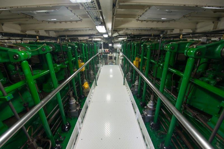 Engine room main engines, top view - 193 SCHEEPSWERF SMIT For Sale