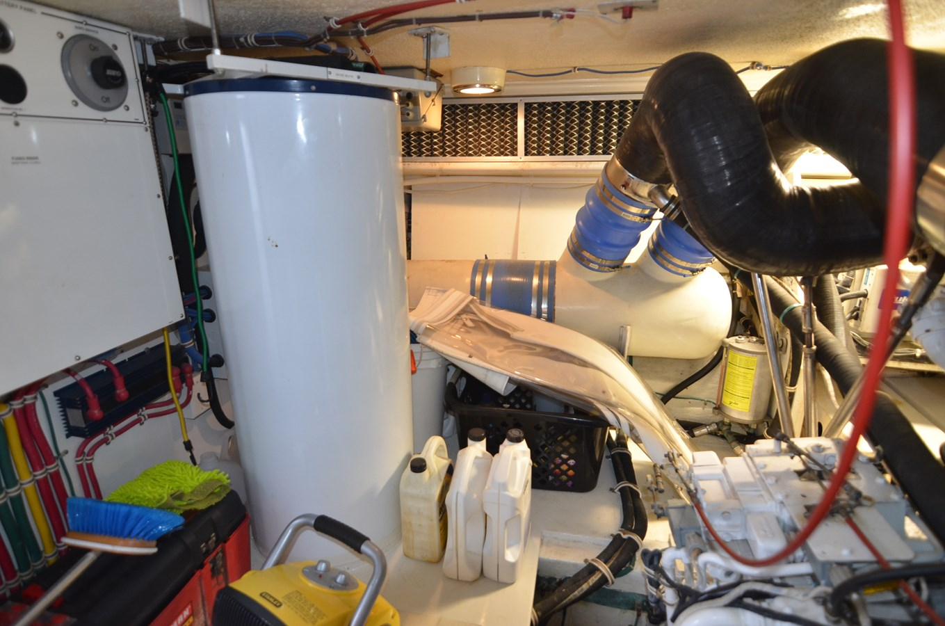 Engine Room - 55 HATTERAS For Sale