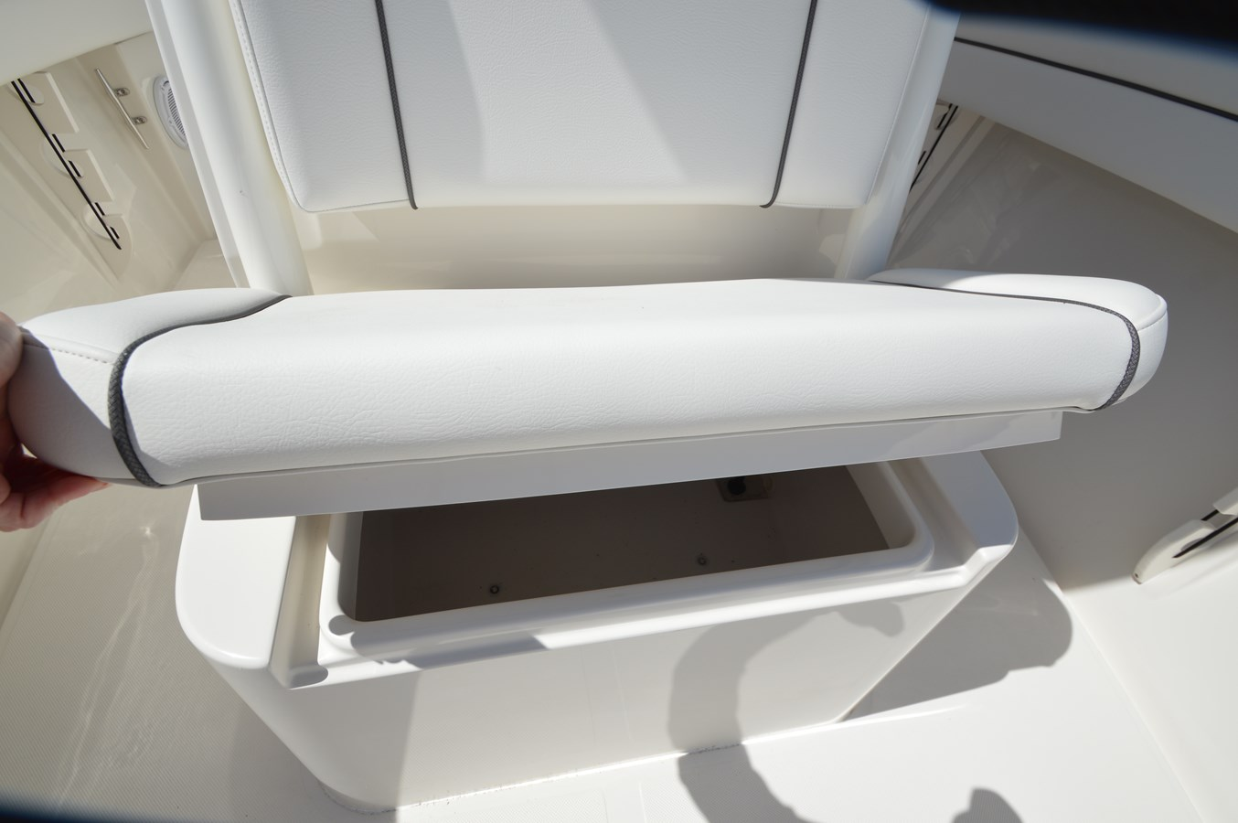26 Jupiter Cooler Under Seat - 26 JUPITER For Sale