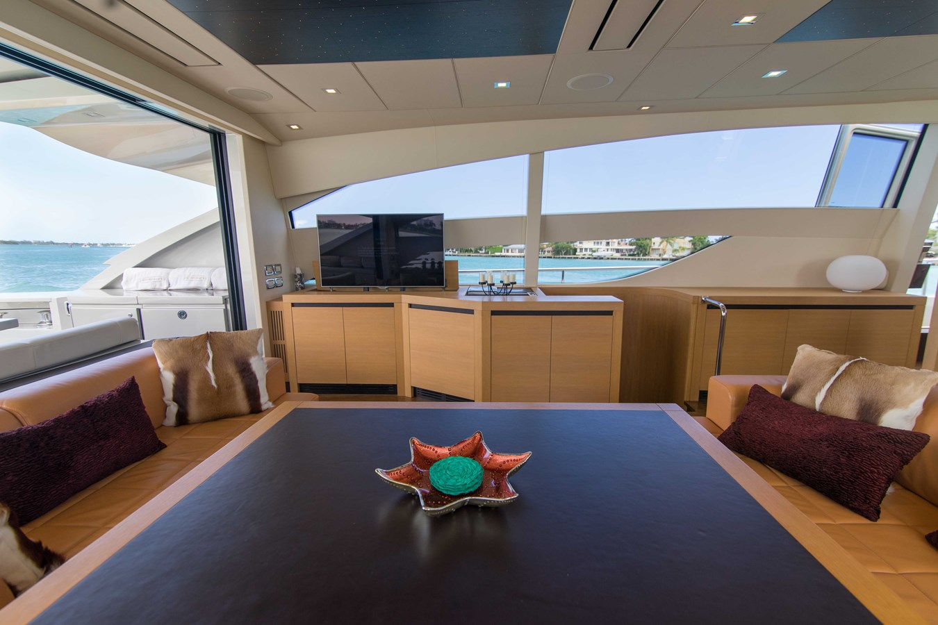 80 Pershing Table - 80 PERSHING For Sale