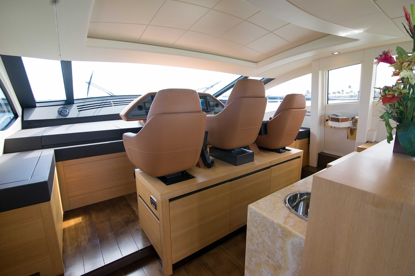 80 Pershing Helm - 80 PERSHING For Sale