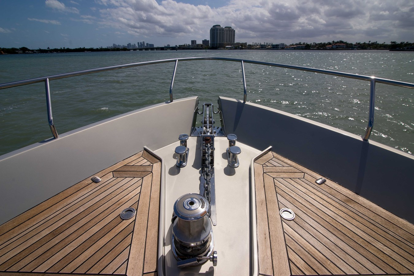 80 Pershing Bow - 80 PERSHING For Sale
