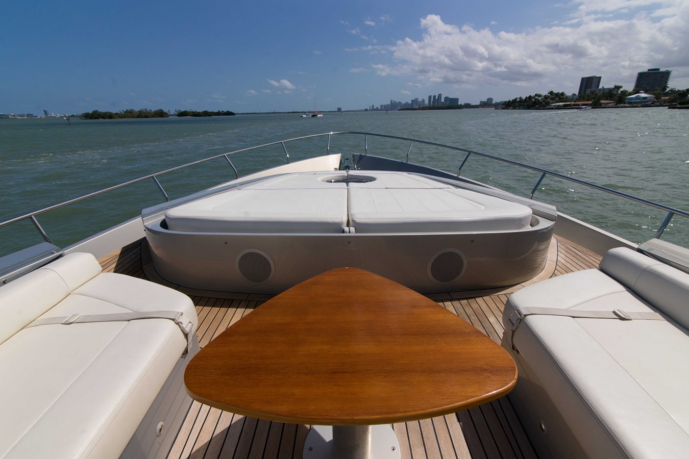 80 Pershing Foredeck Lounge - 80 PERSHING For Sale