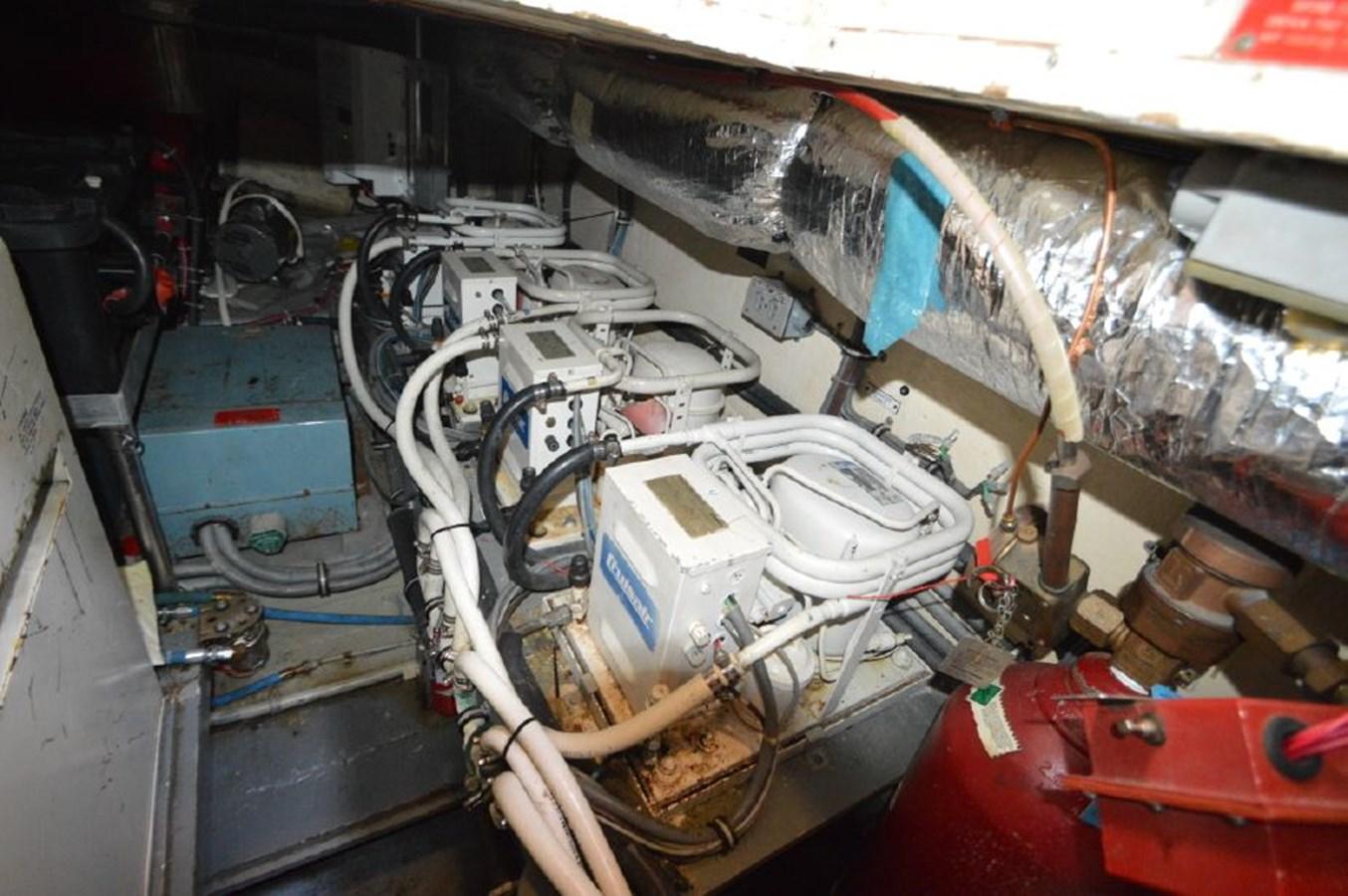 Engine Room - 54 HATTERAS For Sale