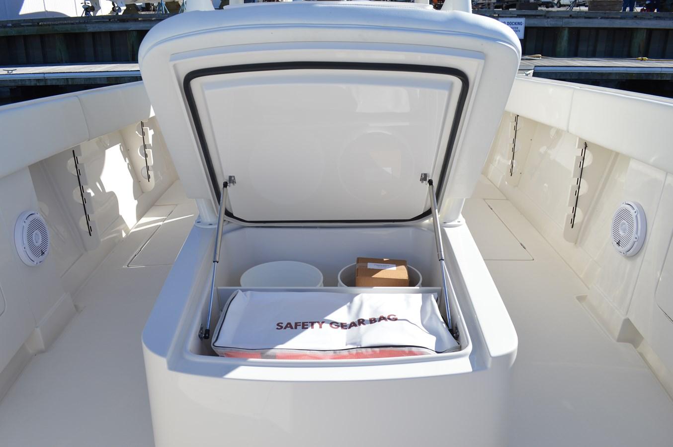 Storage Under Lounge Seating - 38 JUPITER For Sale