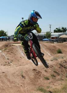 Matt_desert_downs_2015_3_mxw220_mxha_e0
