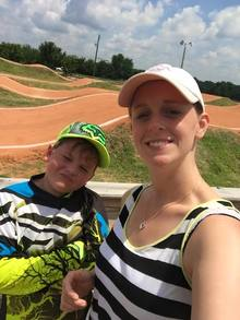 Hunter_and_mom_bmx_2015_mxw220_mxha_e0