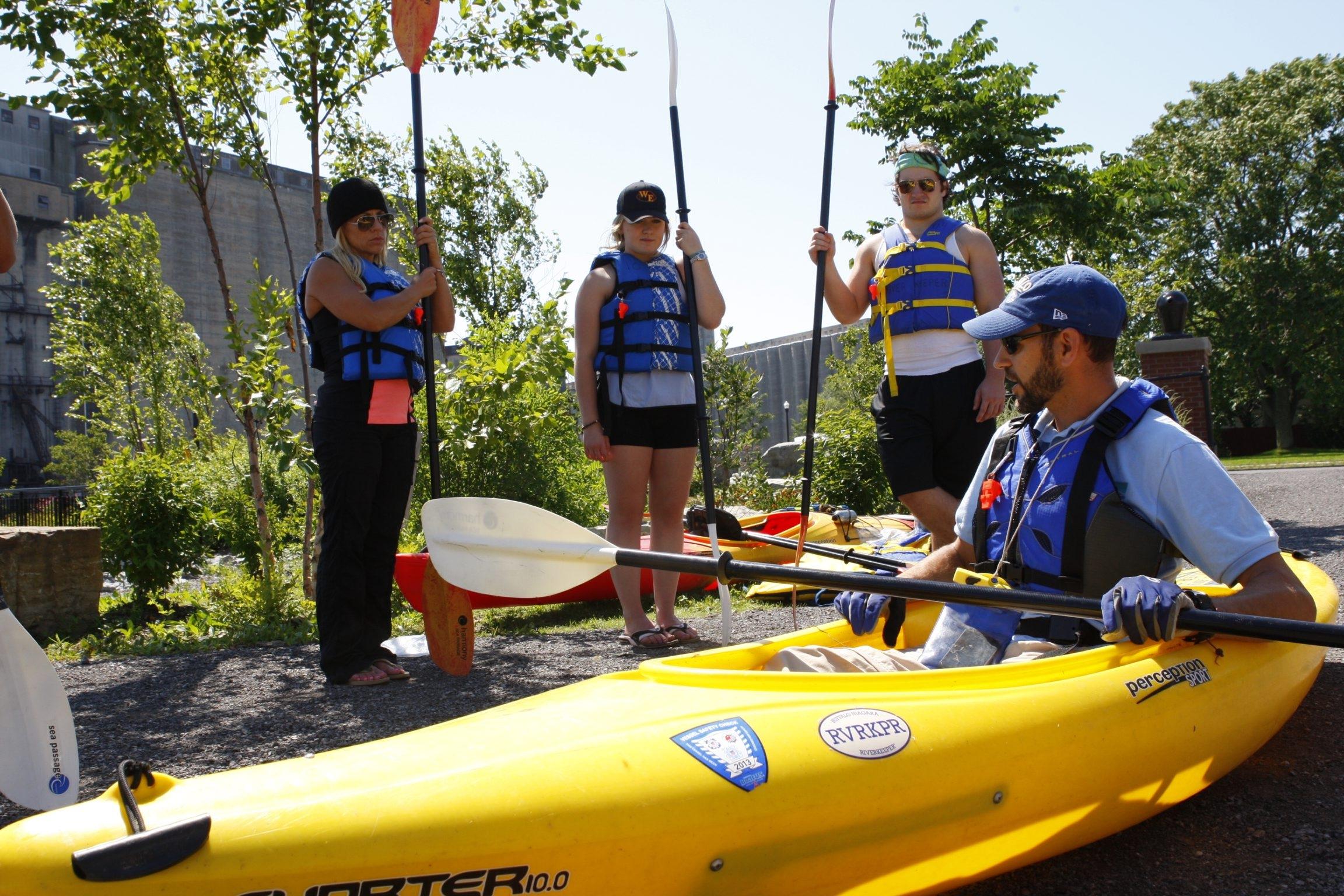 Chris Murawski teaches novice oar-wielders before heading out on the Buffalo River.