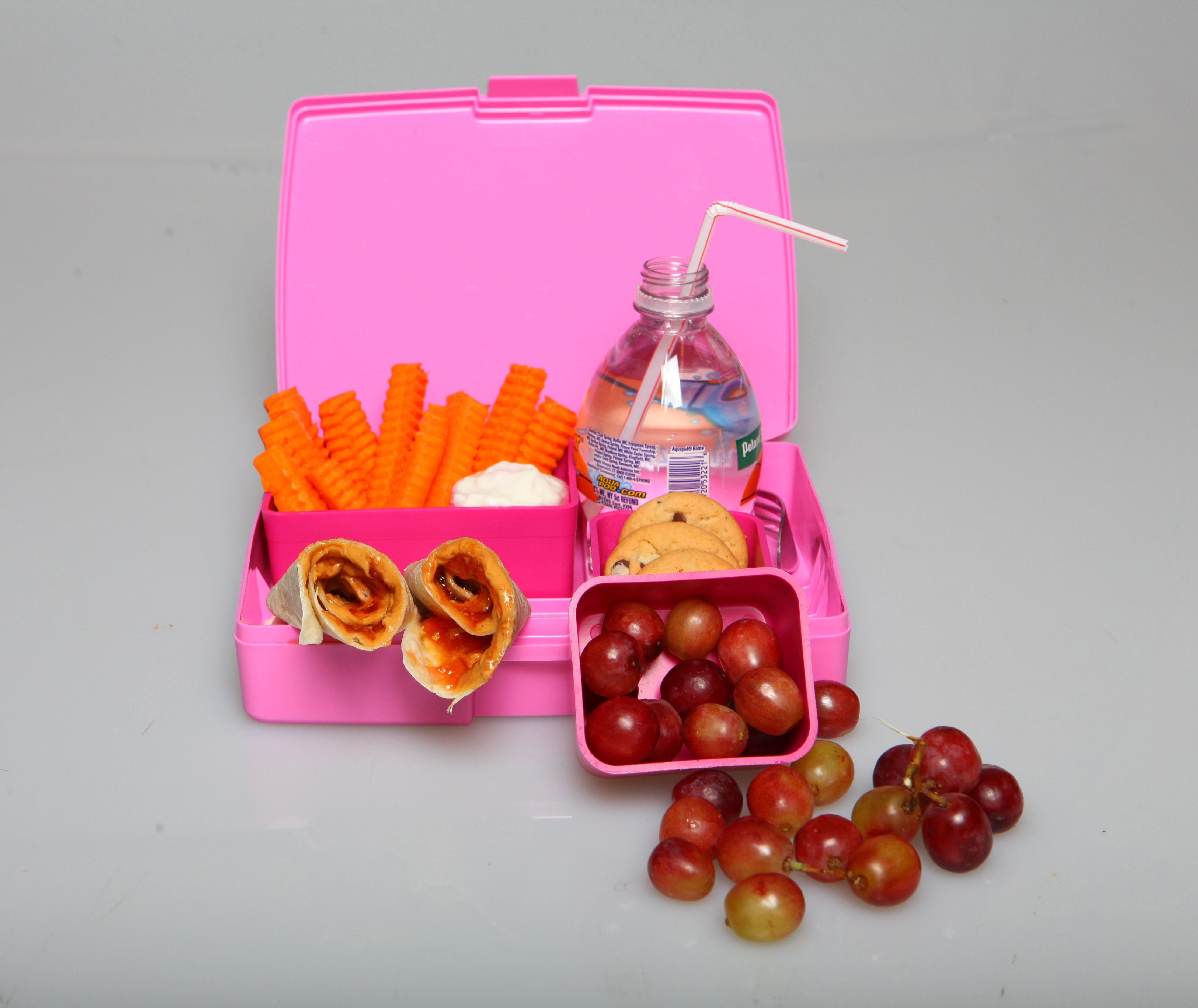 Fruits and vegetables are among the healthful items parents can put in children's lunchboxes.