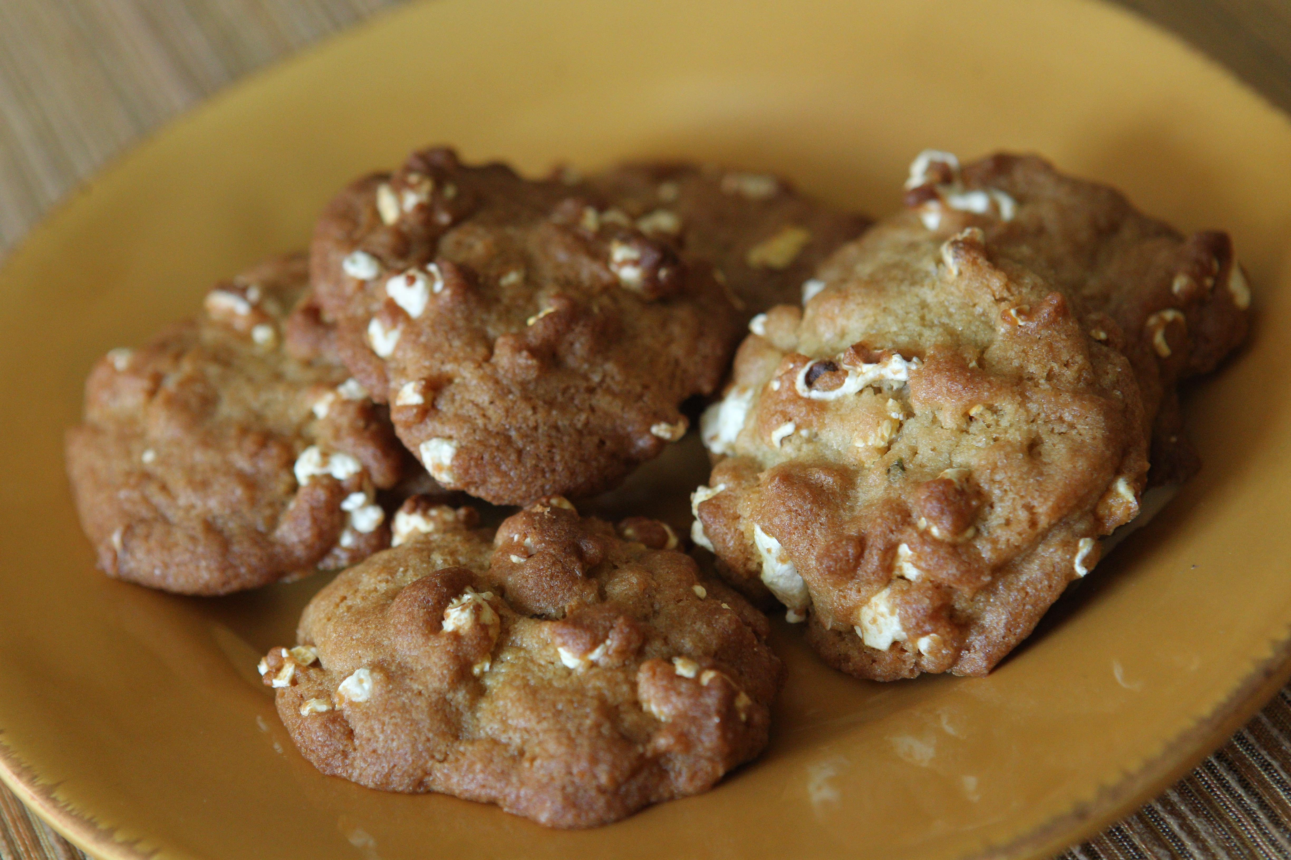 Popcorn adds a salty, crunchy side to cookies.