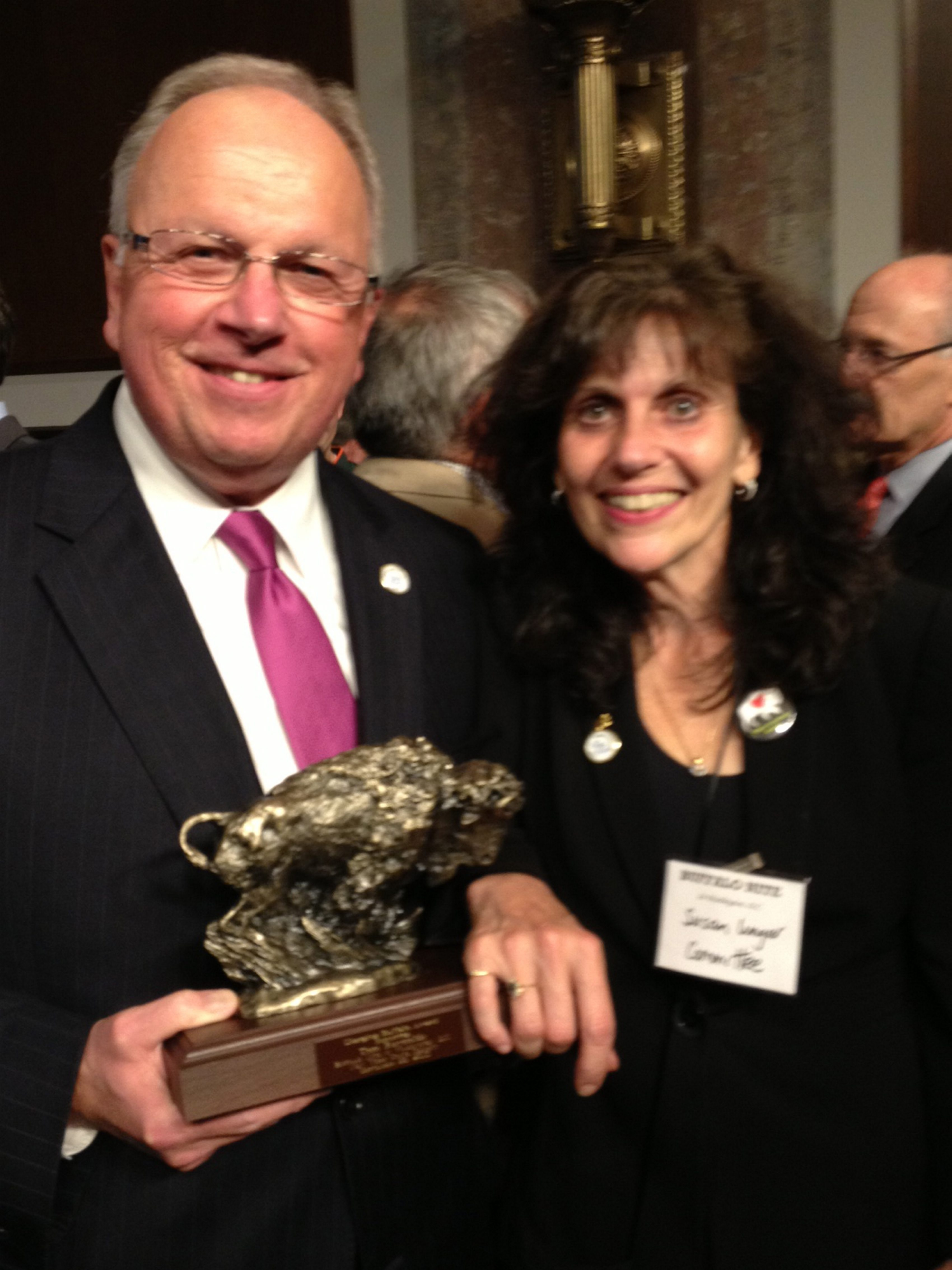 Award winner Thomas M. Reynolds visits with Susan Unger, co-chairwoman of Buffalo Nite in Washington.