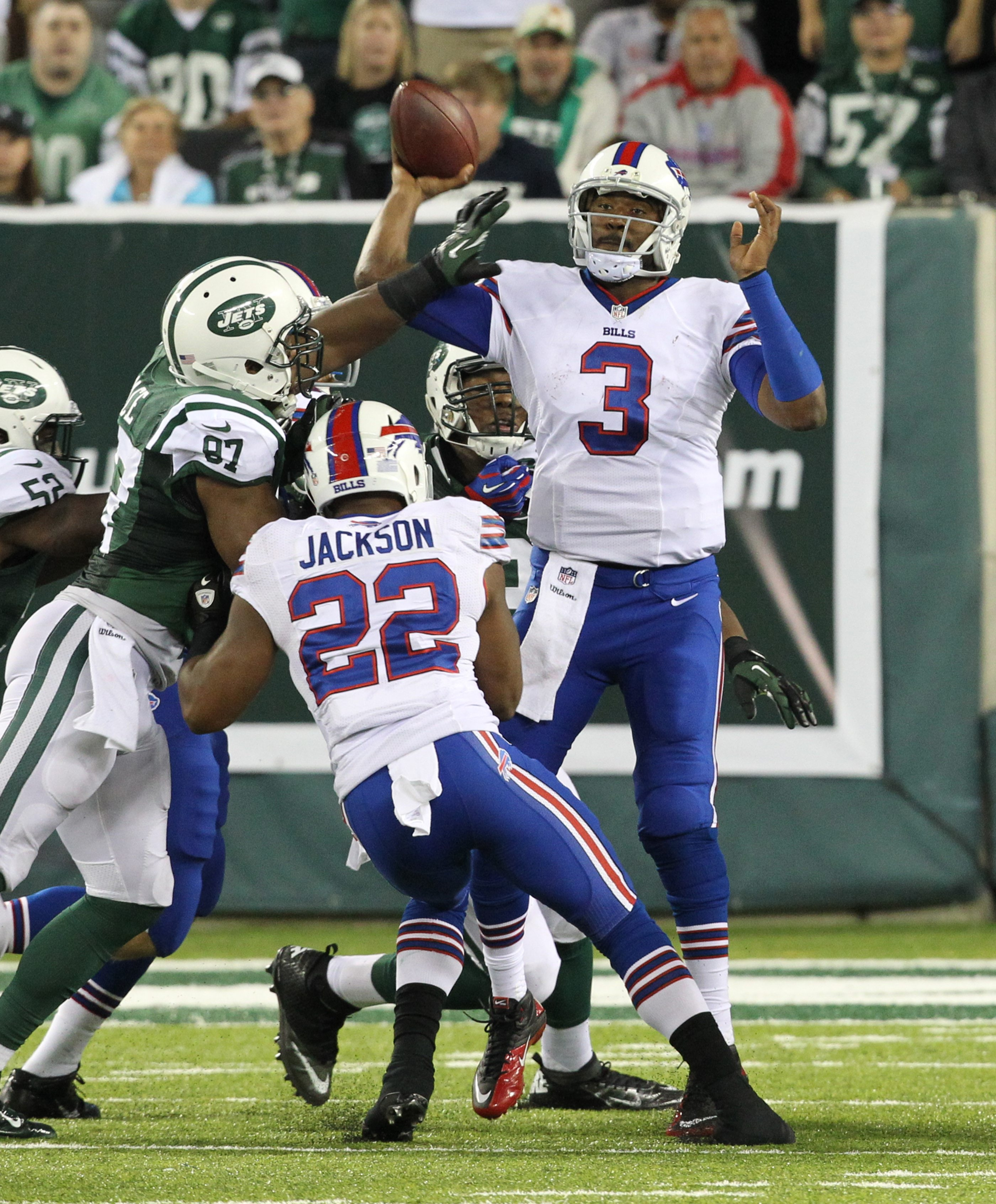 Buffalo Bills quarterback EJ Manuel didn't have too much time to throw in the face of a fierce pass rush on Sunday at MetLife Stadium.