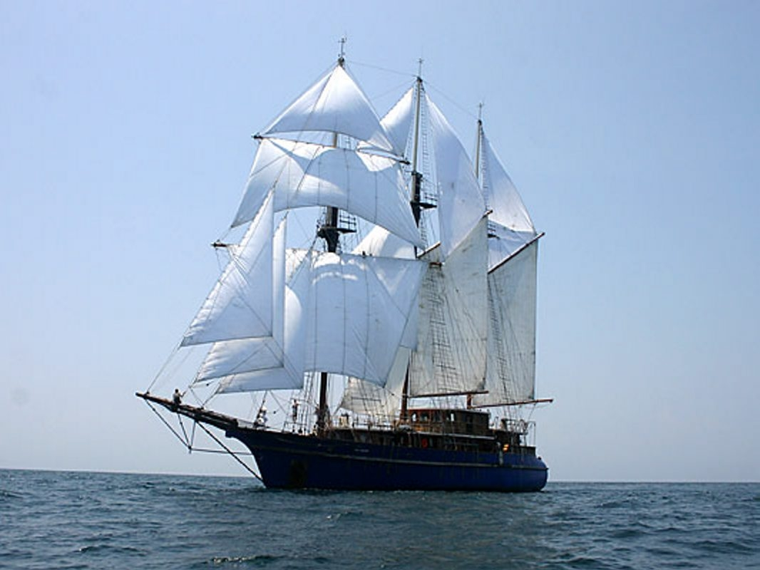 The tall ship Peacemaker is on its way to Buffalo.