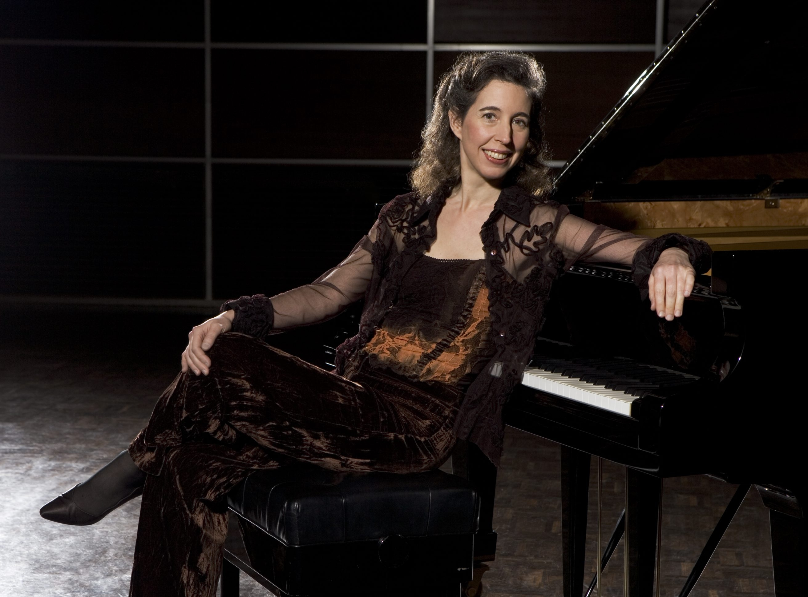 Pianist Angela Hewitt makes a magnificent recording of Gabriel Faure's piano music.