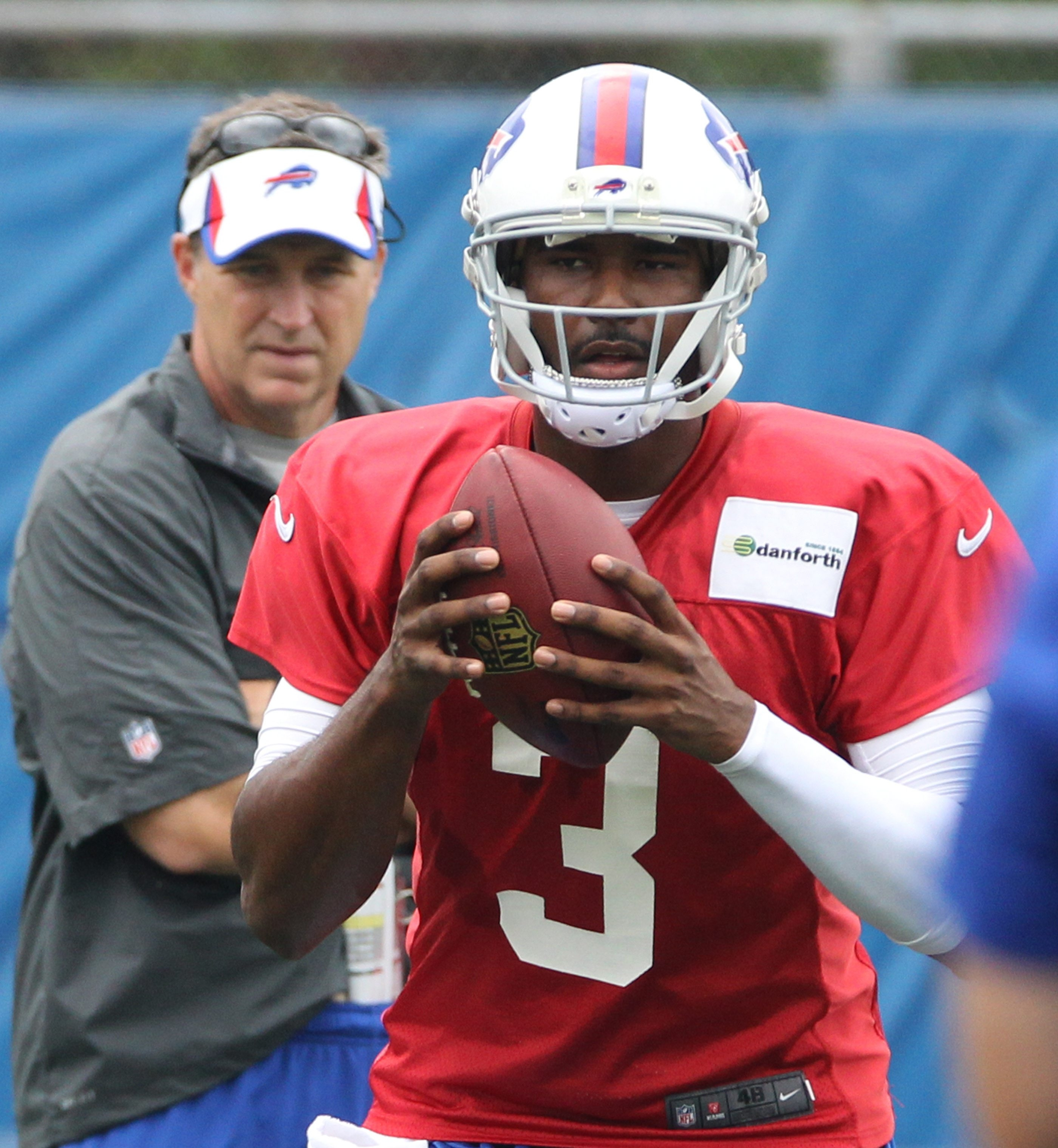 EJ Manuel looks athletic and agile in practice just 19 days after suffering a minor knee injury.