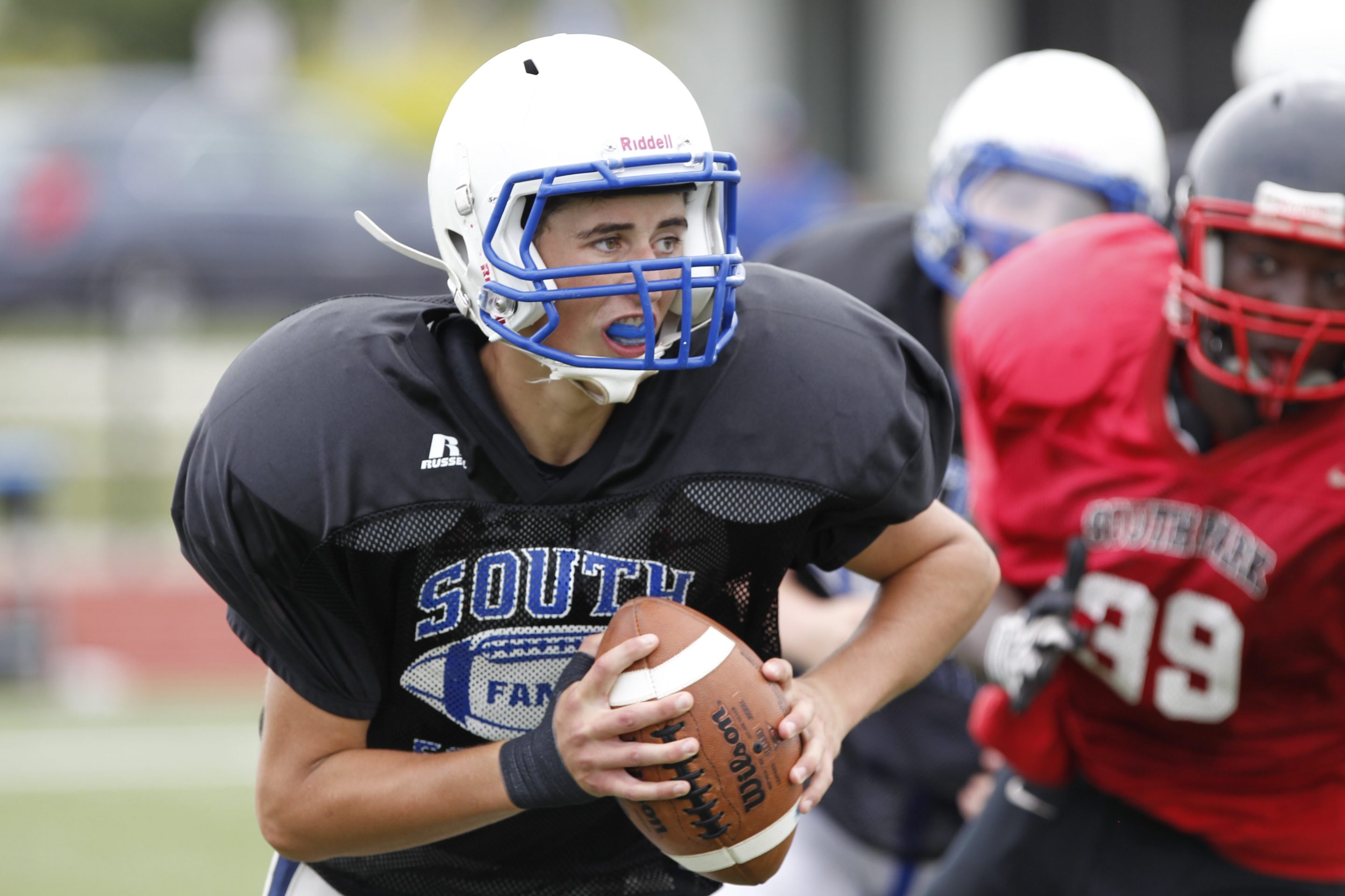 Williamsville South's Sam Castronova gets set to pass in a scrimmage against South Park.