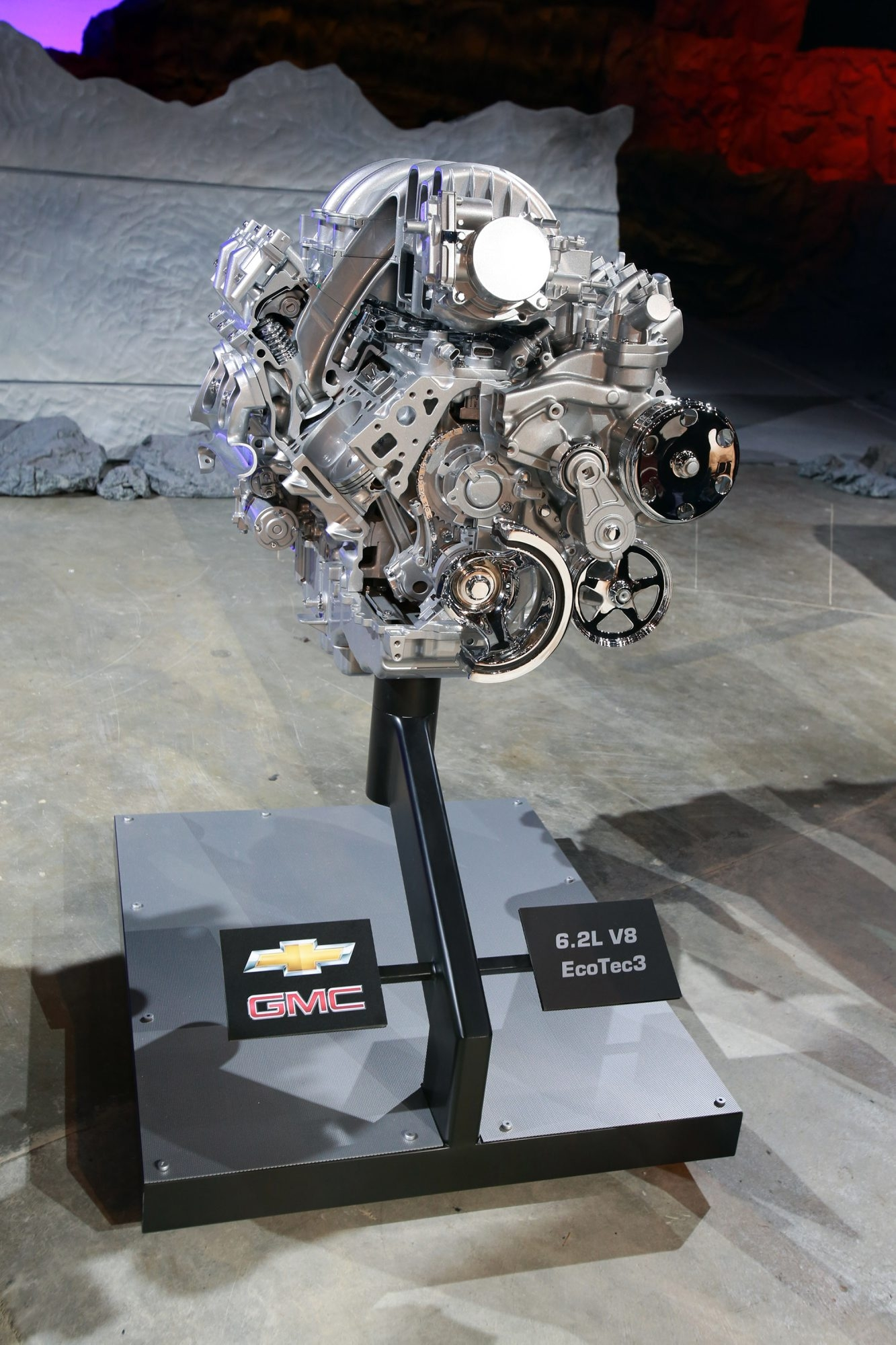 The 6.2L V8 EcoTec3 engine of the General Motors Co. (GM) 2014 GMC Sierra pickup truck is displayed during the vehicle's unveiling at an event in Pontiac, Michigan, U.S., on Thursday, Dec. 13, 2012. Even with the recent cloud of high existing truck inventories, the new Chevrolet Silverado and GMC Sierra pickups hold the promise of giving GMís investors, the U.S. government included, a long awaited boost. Photographer: Fabrizio Costantini/Bloomberg