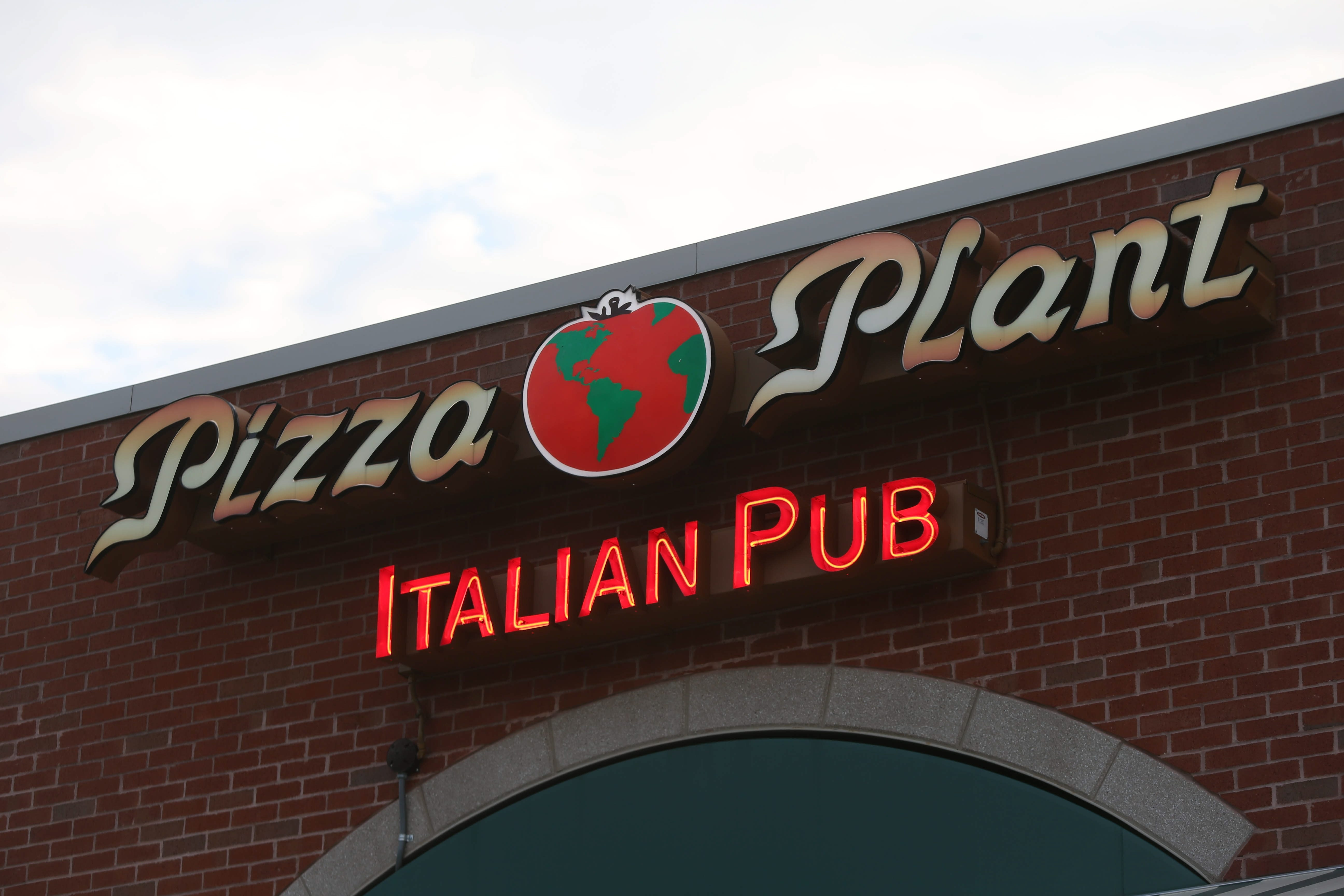 The Pizza Plant on Transit Rd. in Williamsville on Friday, Aug. 30, 2013.  (Robert Kirkham/Buffalo News)