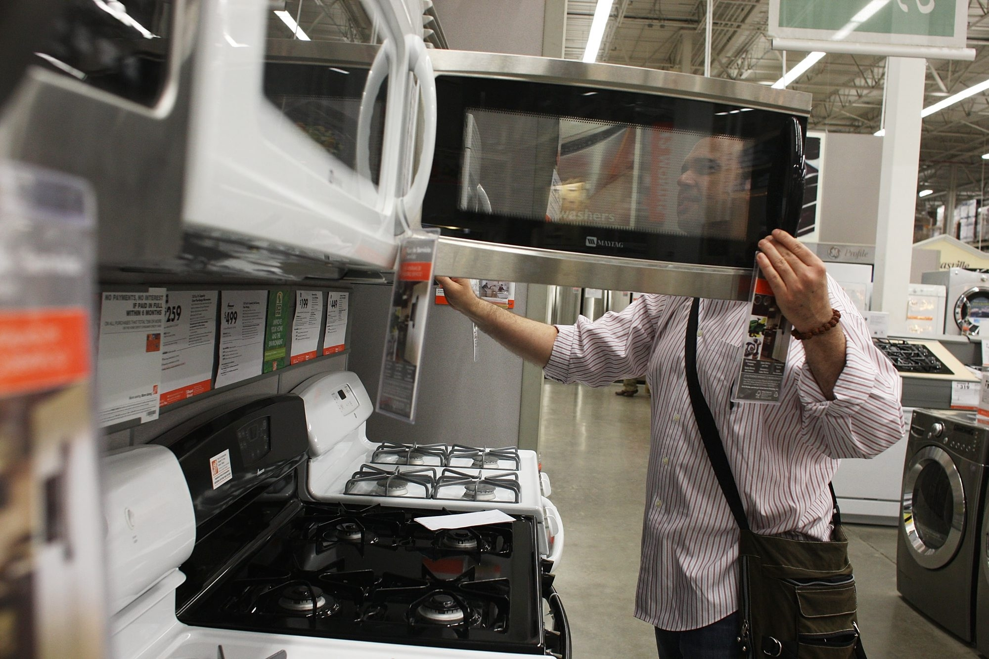 NEW YORK – MAY 19:  Tim Scott of Brooklyn looks at appliances inside a Home Depot on May 19, 2009 in the Brooklyn borough of New York City.  Home Depot, the country?s largest home improvement retailer, reported Tuesday that its first-quarter profit climbed 44 percent, earning $514 million for the quarter ended May 3 despite a 10 percent drop in sales.  (Photo by Spencer Platt/Getty Images)