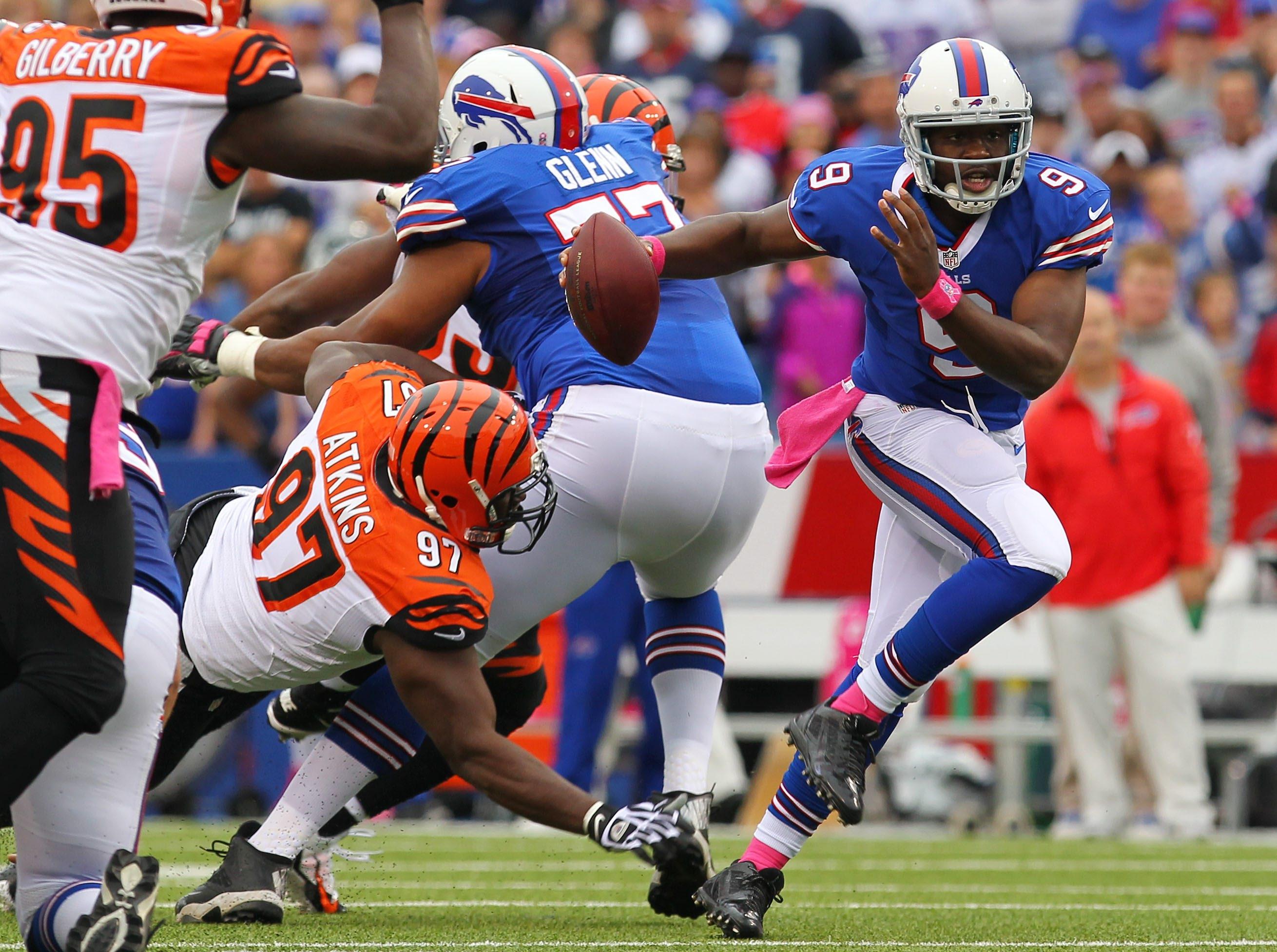 Bills quarterback Thad Lewis escapes the pressure of the Bengals' Geno Atkins on a first-quarter scramble.