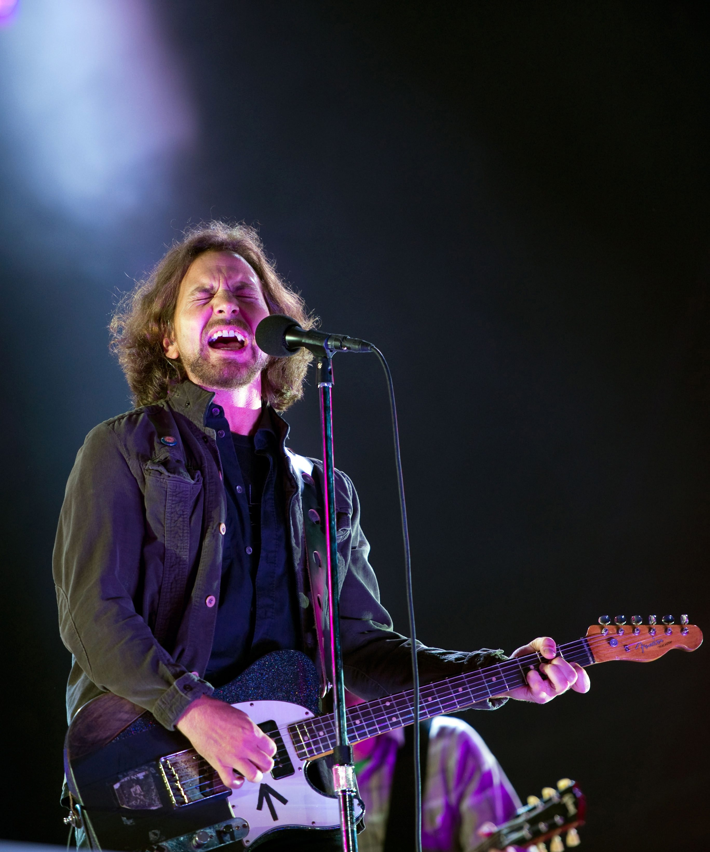 Eddie Reader of Pearl Jam performs on the main stage as the band headline day 3 of The Isle of Wight Festival at Seaclose Park on June 23, 2012 in Newport, Isle of Wight.