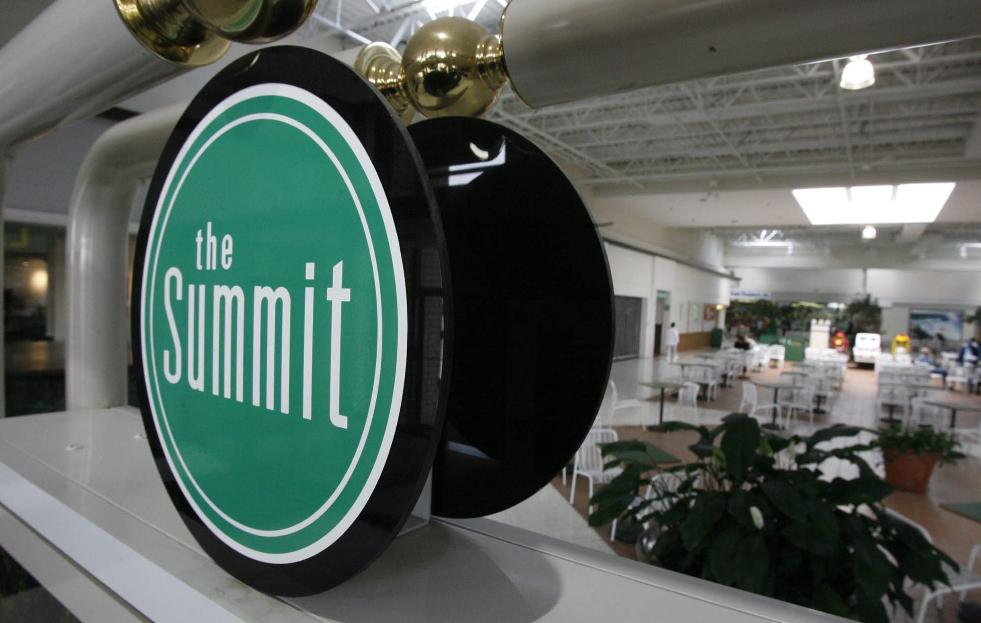 Owner of largely vacant Summit shopping plaza in Wheatfield aims to close sale in next 30 days.
