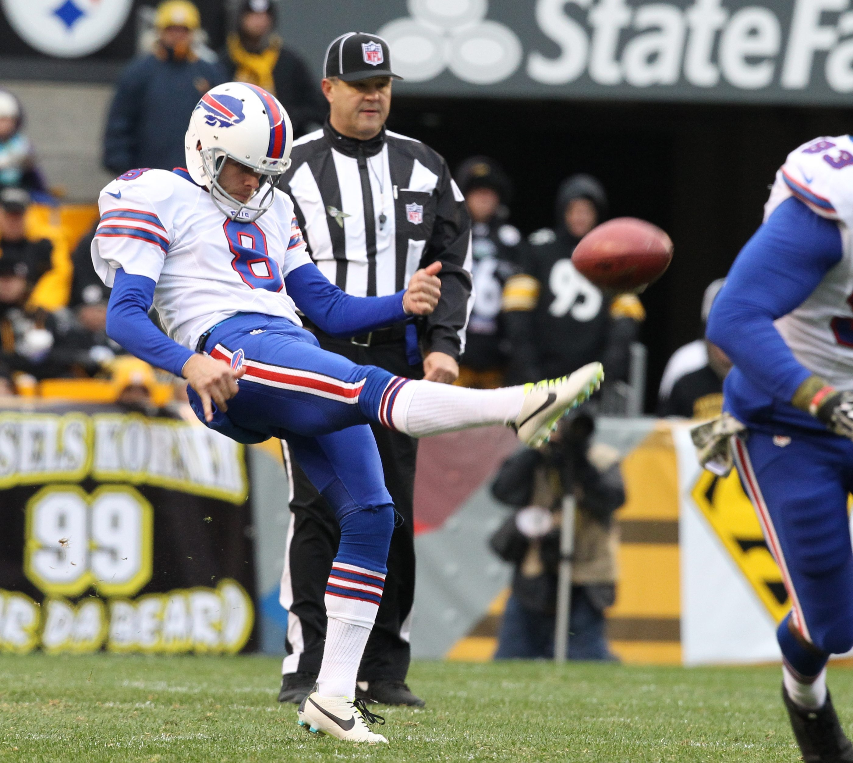 Brian Moorman is familiar with punting in the gusting winds of Ralph Wilson Stadium.
