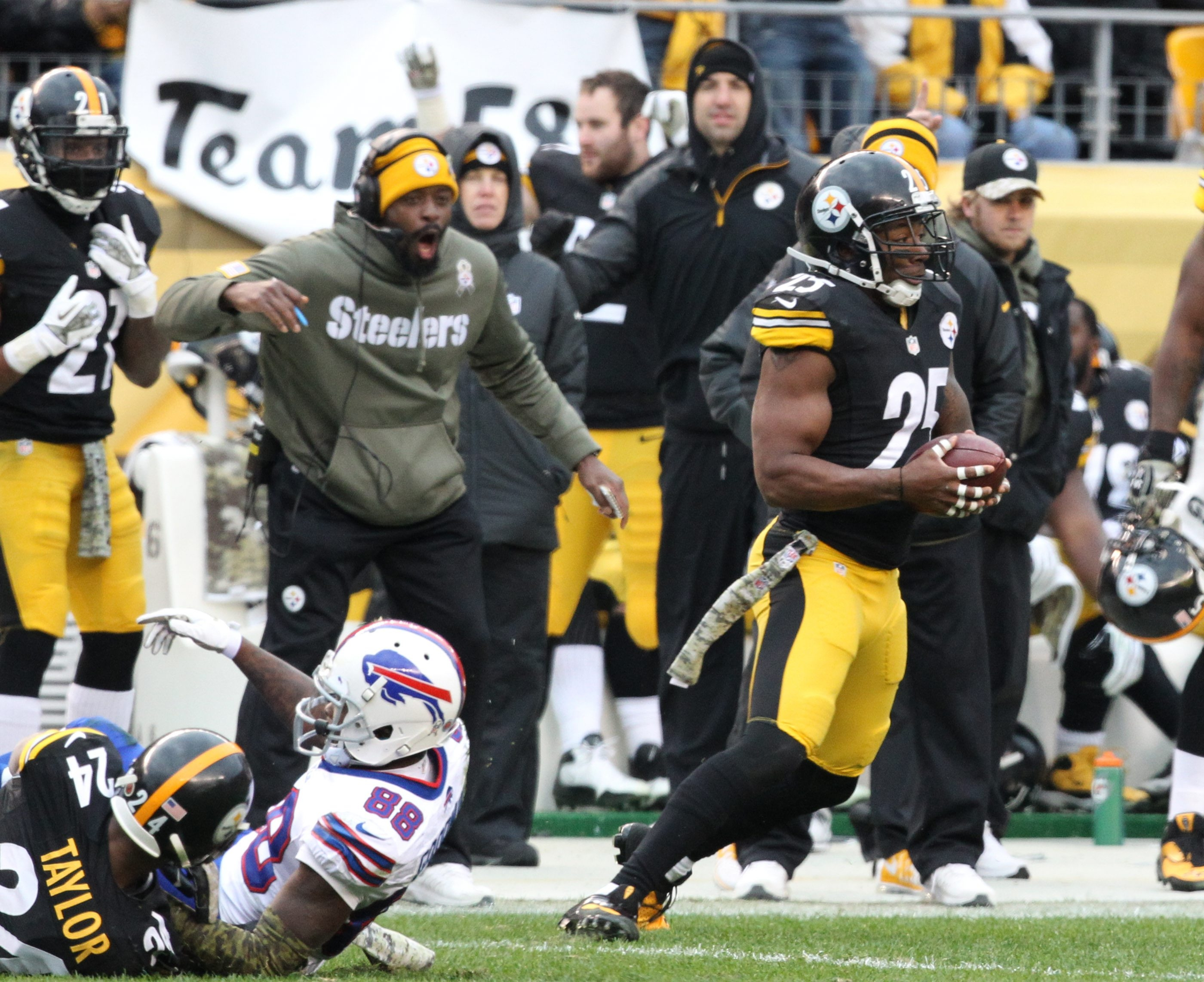 Steelers free safety Ryan Clark intercepts a first-down pass by EJ Manuel intended for Bills receiver Marquise Goodwin early in the fourth quarter.