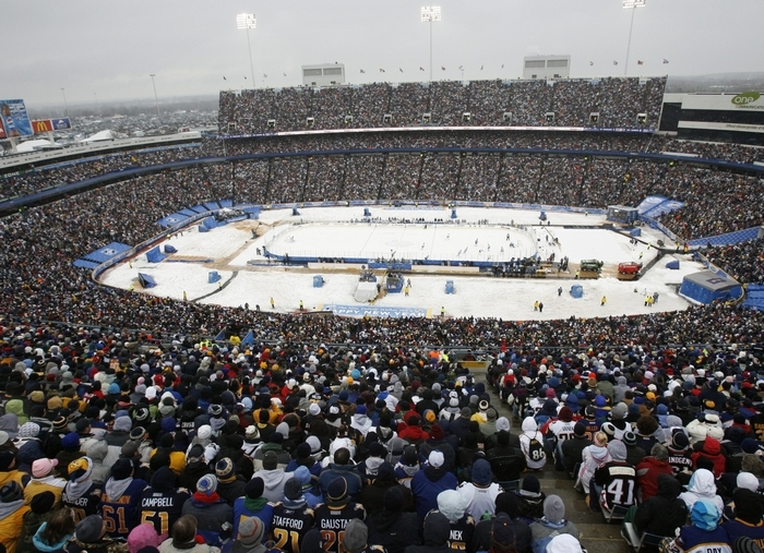 Ralph Wilson Stadium was filled with 71,217 fans for the Winter Classic in 2008. (James P. McCoy/Buffalo News)