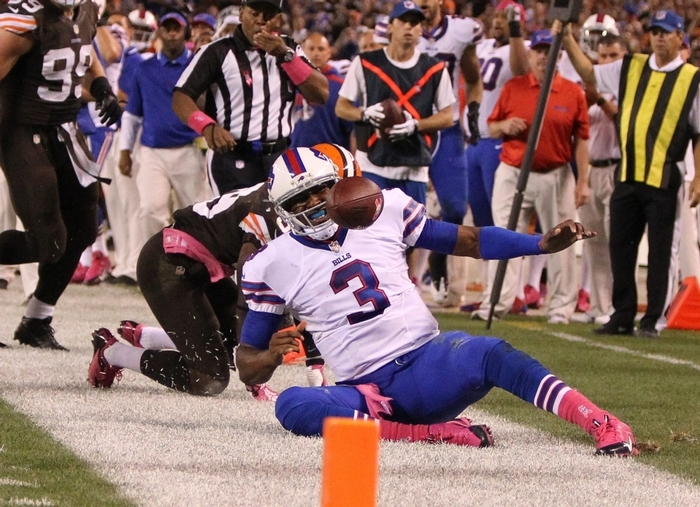 Buffalo Bills quarterback EJ Manuel was knocked out of bounds on a third-quarter scramble, injuring his knee. He did not return to the game. (James P. McCoy/Buffalo News)