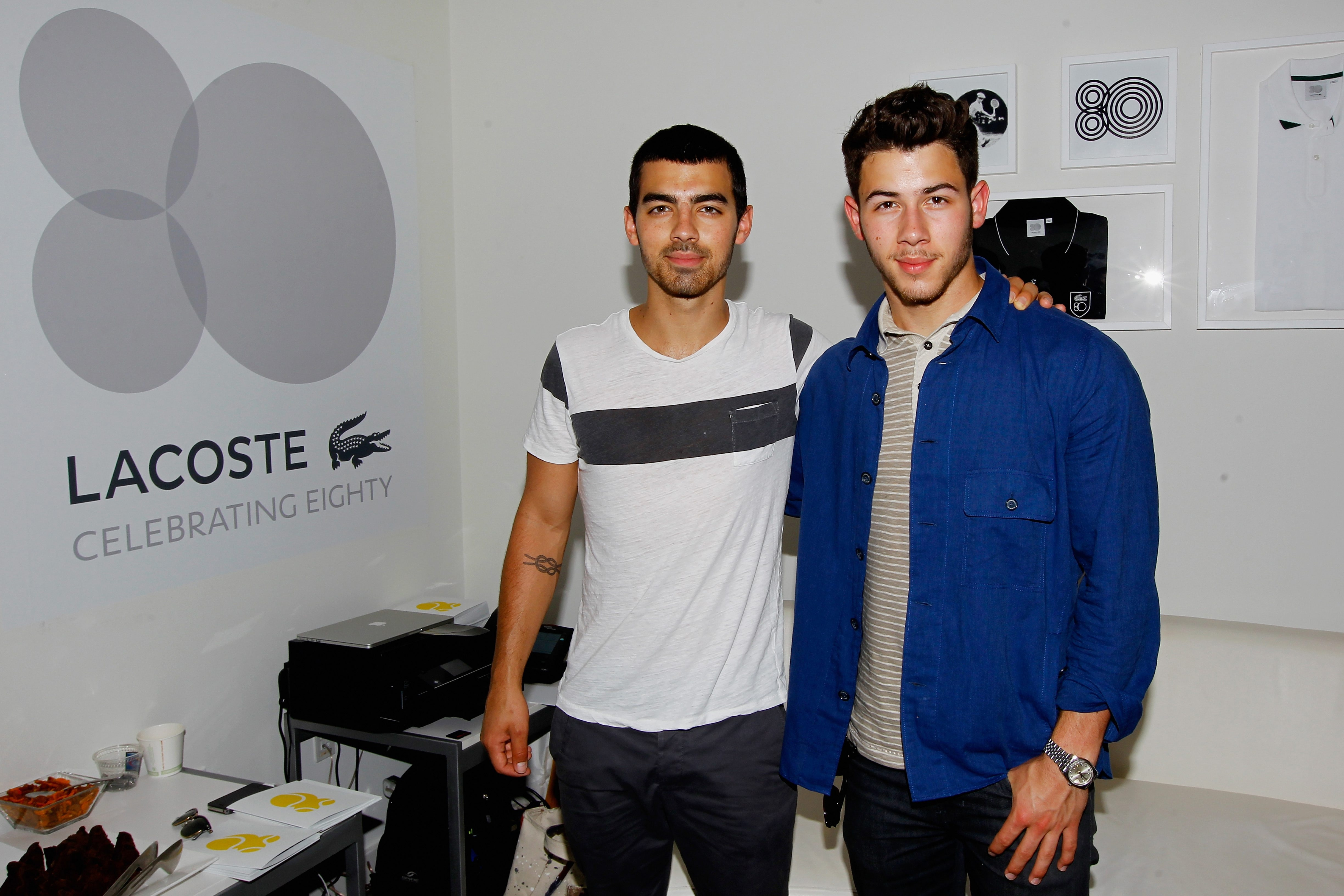 NEW YORK, NY – SEPTEMBER 03:  (L-R) Musicians Joe Jonas and Nick Jonas of of The Jonas Brothers attend Day Nine of the 2013 US Open at the USTA Billie Jean King National Tennis Center on September 3, 2013 in New York City.  (Photo by Jaime L. Mikle/Getty Images for the USTA)