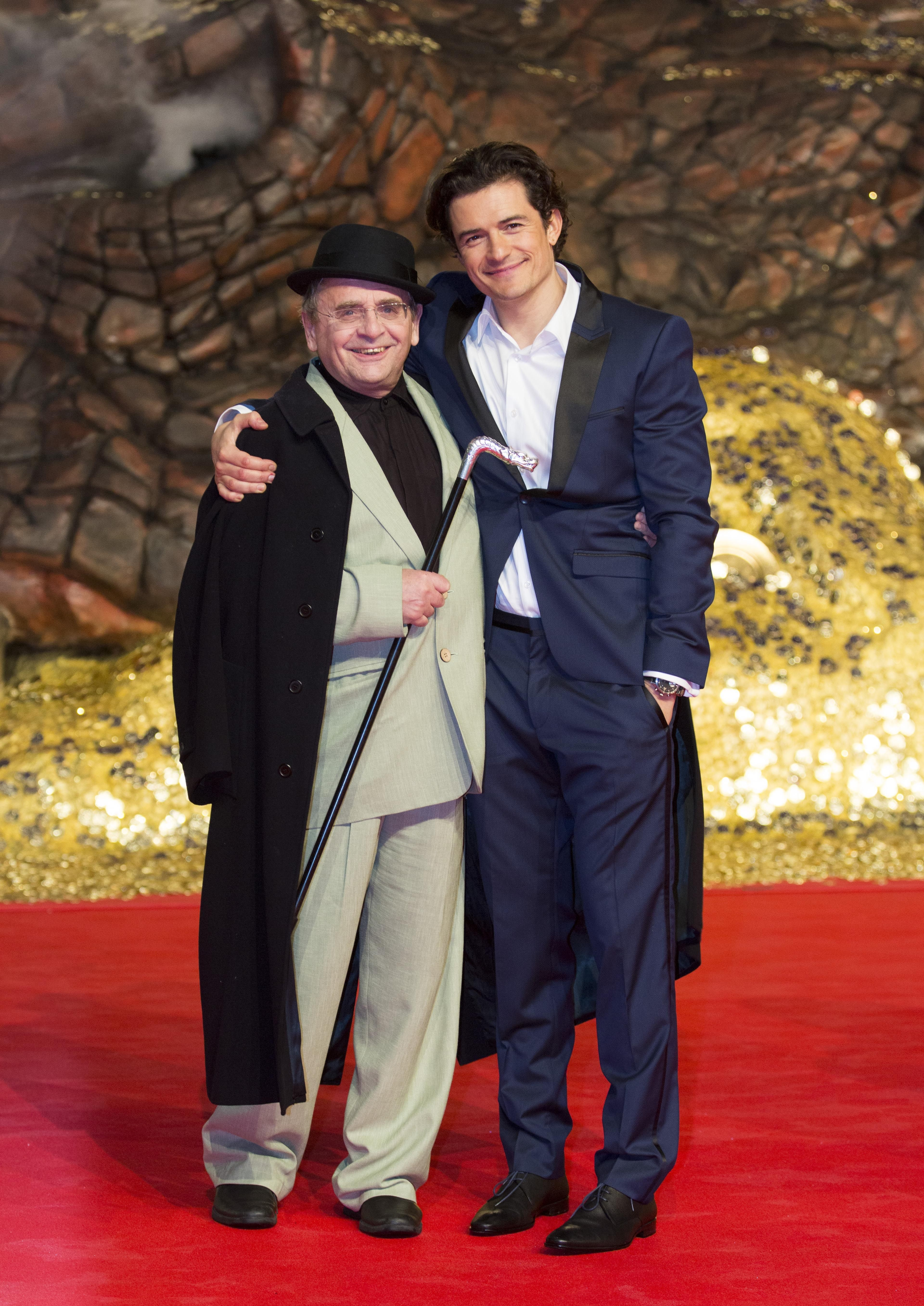 """""""Hobbit"""" happening: British actors Sylvester McCoy, left, and Orlando Bloom arrive for the European premiere of the movie """"The Hobbit: The Desolation of Smaug"""" in Berlin on Monday."""