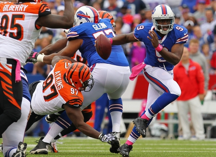 Bills quarterback Thad Lewis escapes the pressure of the Bengals' Geno Atkins on a first-quarter scramble. (Mark Mulville/Buffalo News)