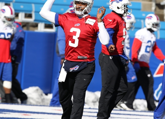 Buffalo Bills quarterback EJ Manuel (3) will forever be linked with fellow 2013 rookie quarterback Geno Smith of the New York Jets. (James P. McCoy/Buffalo News)