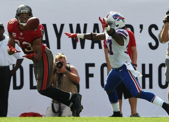 Tampa Bay cornerback Johnthan Banks (27) returns an interception for 18 yards in the second quarter.