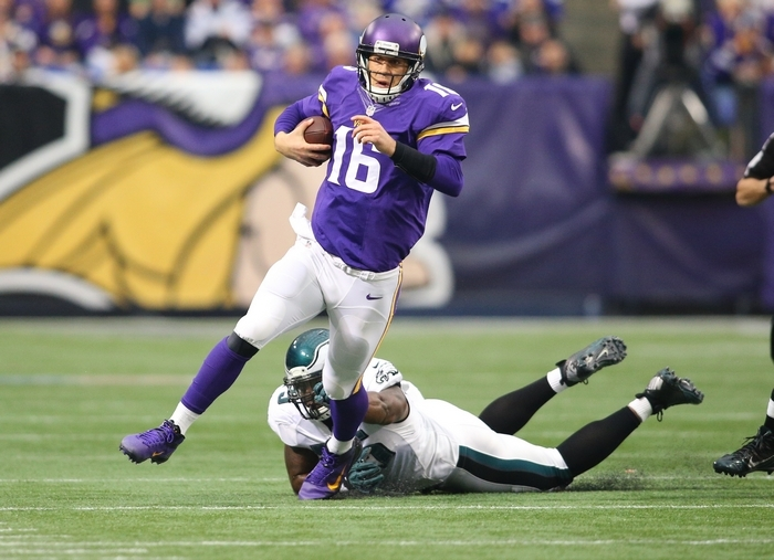 Minnesota quarterback Matt Cassel passed for 382 yards and two touchdowns and ran for another score to damage the playoff hopes of the Philadelphia Eagles. (Getty Images)