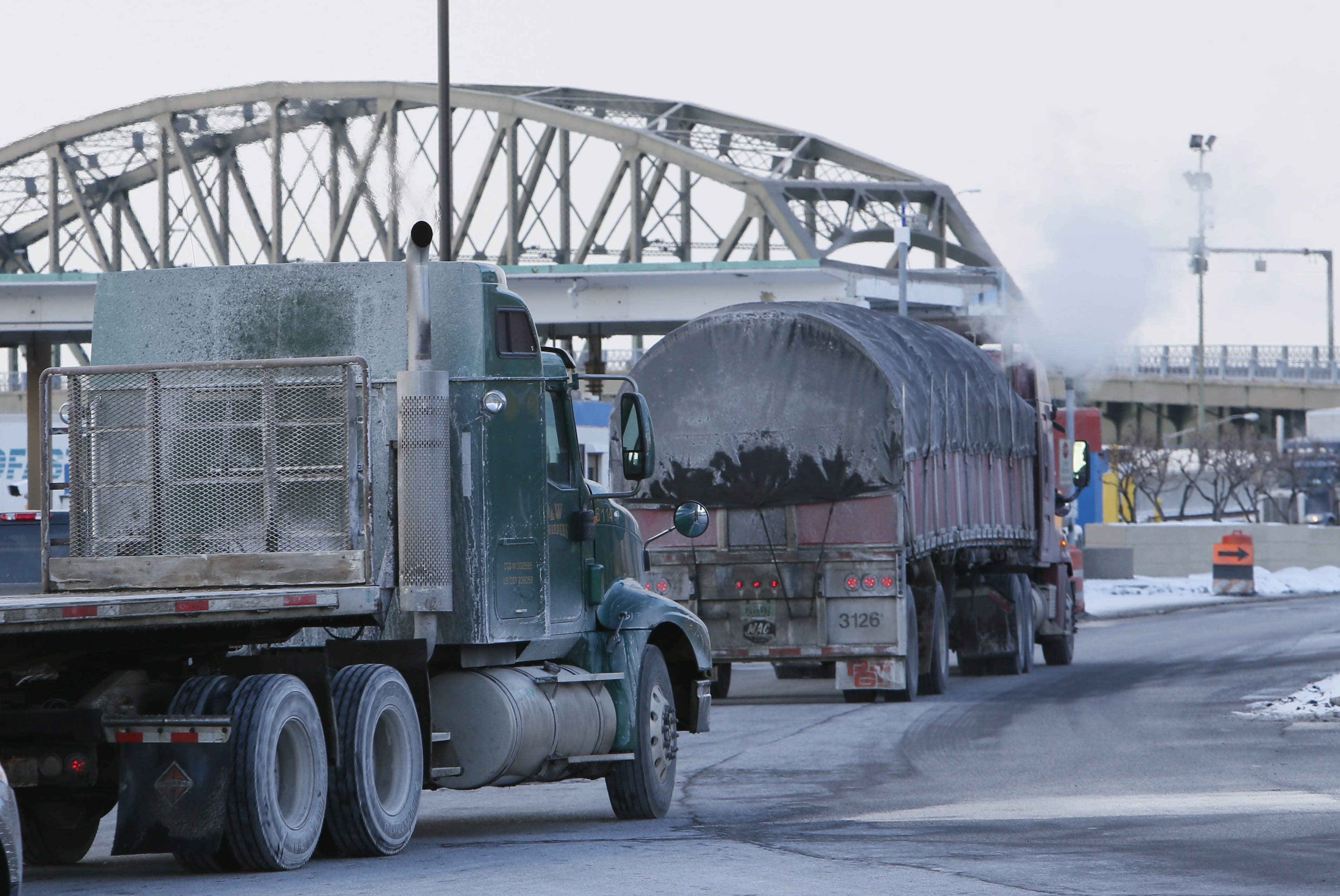 The effort to ban trucks from the Peace Bridge was short-lived, according to emails among federal officials.