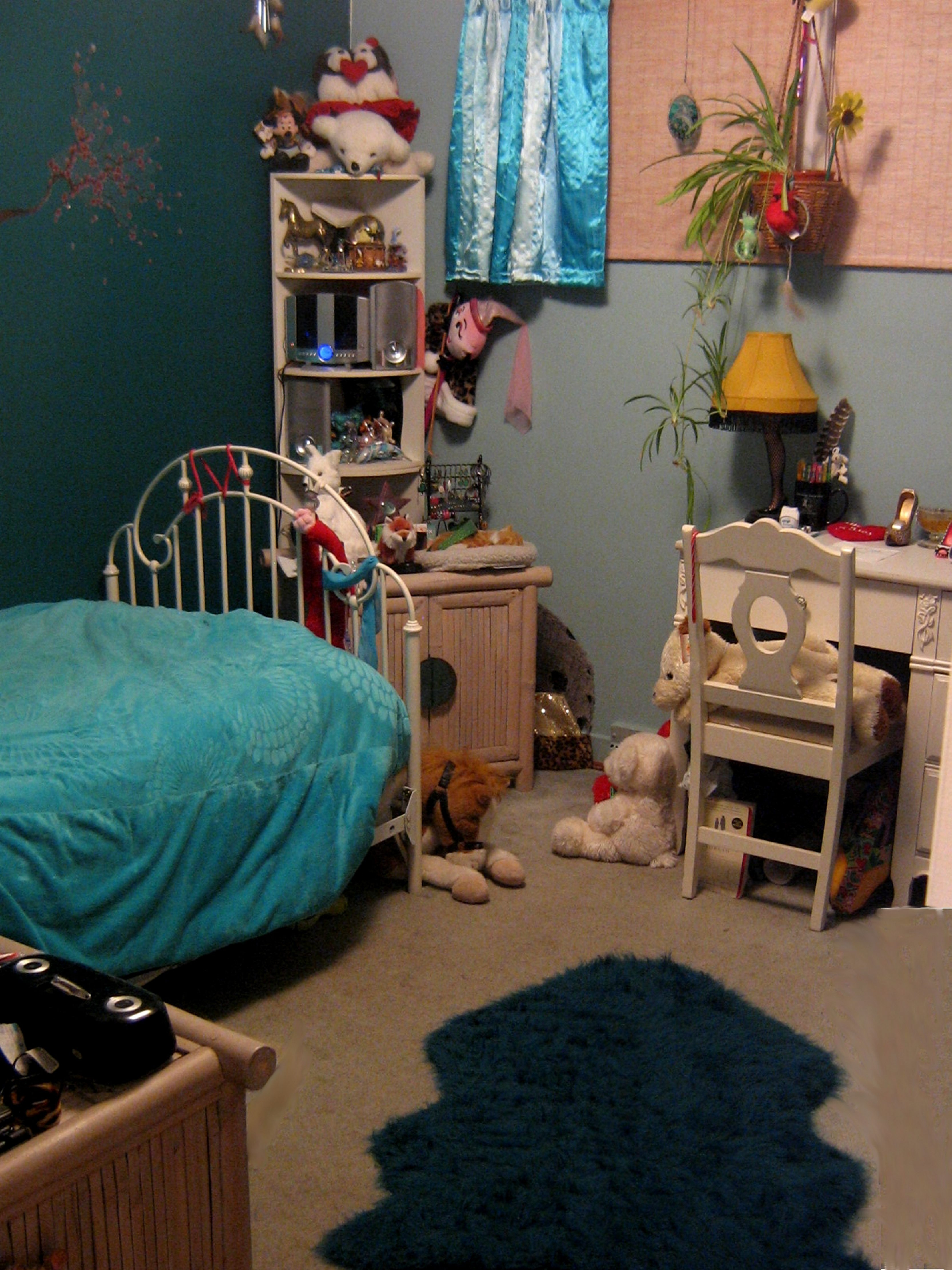 Molly Teti, a senior at Sweet Home High School, chose trendy green and blue hues for her new room.