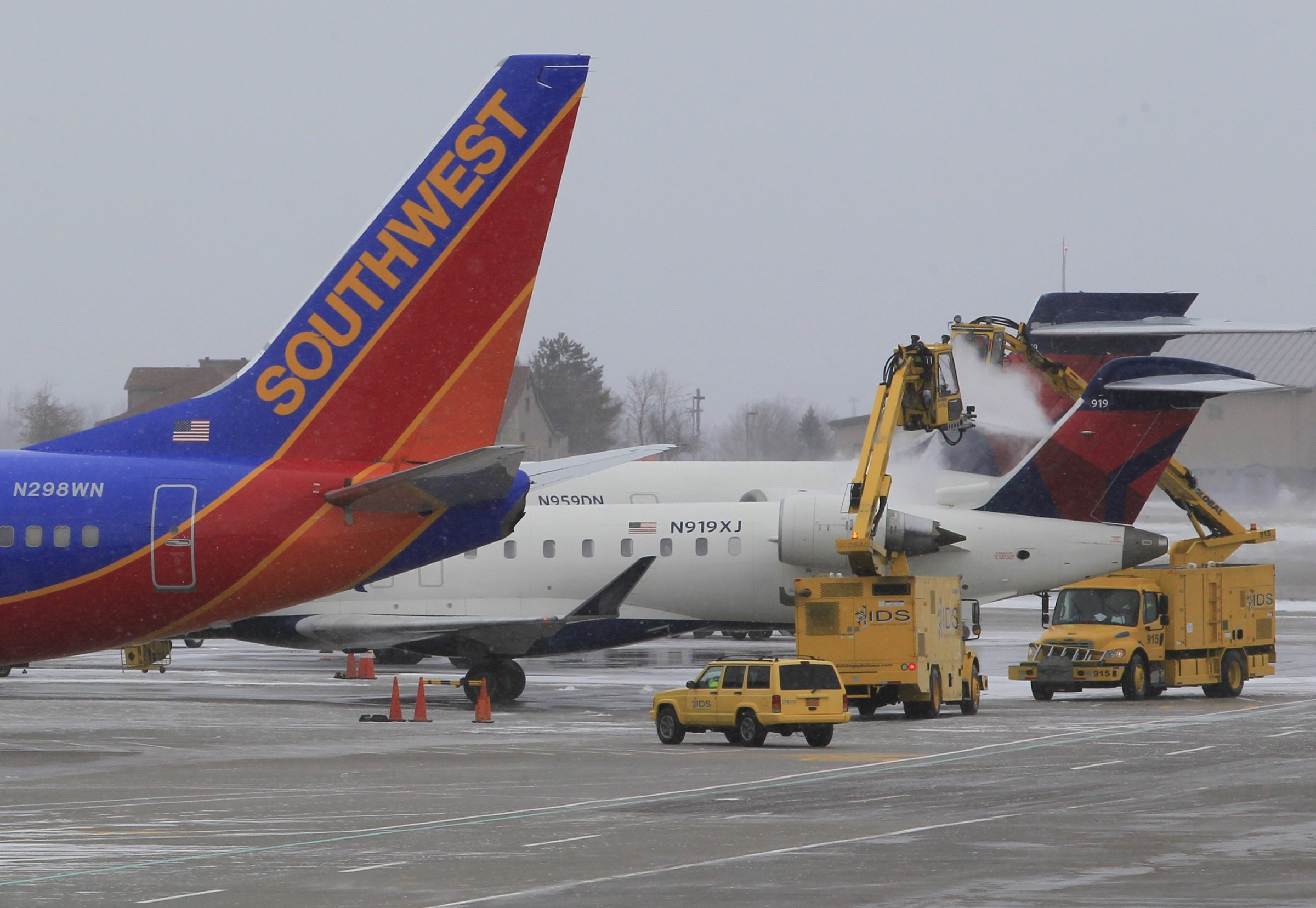 Crews deice a Delta airplane Monday at the Buffalo Niagara International Airport.