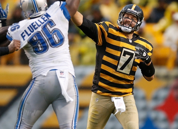 Pittsburgh quarterback Ben Roethlisberger and the Steelers donned 1934 throwback uniforms in their 37-27 victory over the Detroit Lions. (Getty Images)