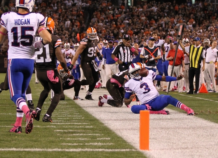 The Bills lost momentum and eventually the game to the Browns after quarterback EJ Manuel left the contest with an injured knee. (James P. McCoy/ Buffalo News)