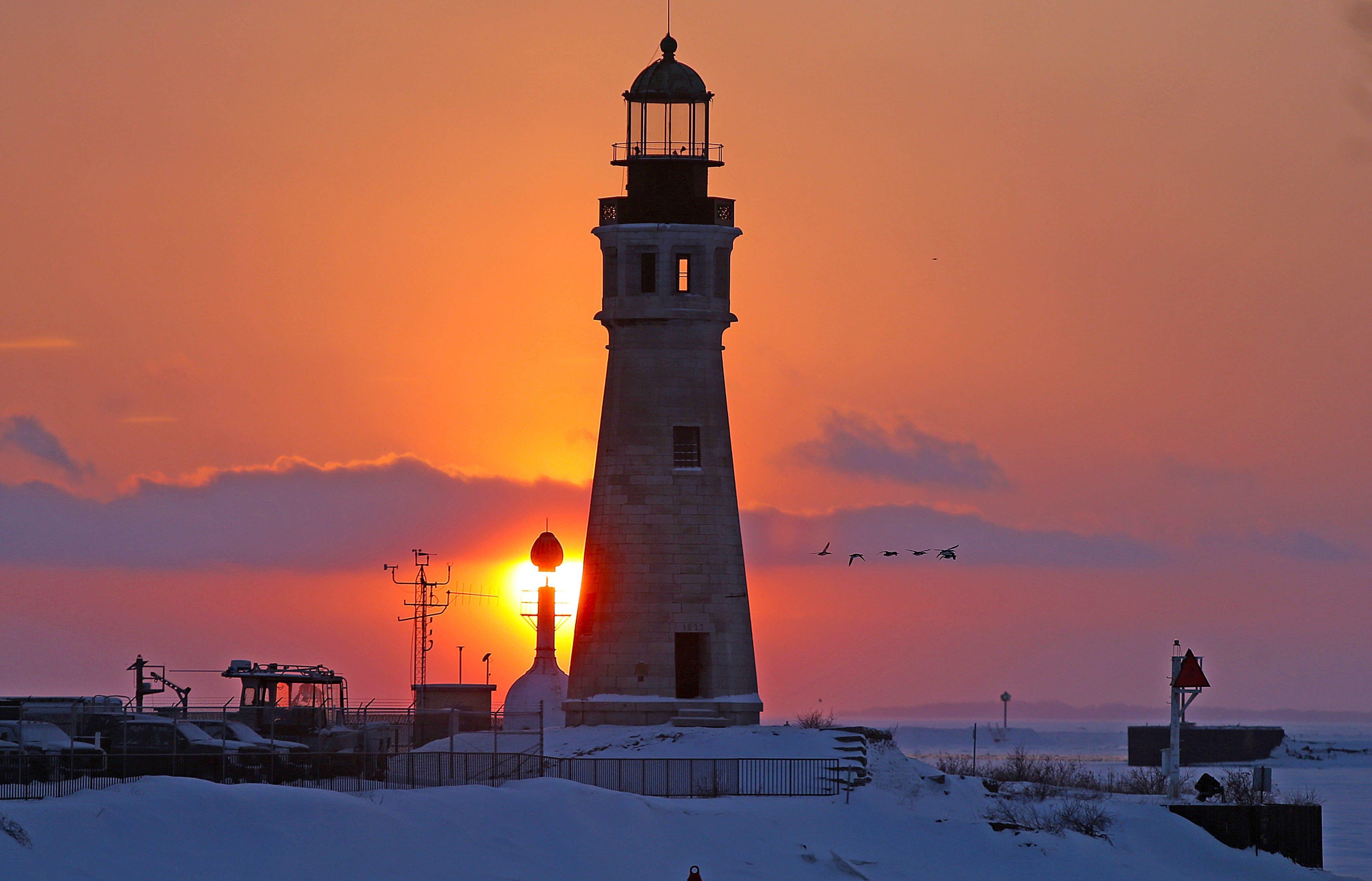 A chilly day but a beautiful sunset at the Erie Basin Marina Sunday night.  (Robert Kirkham/Buffalo News)